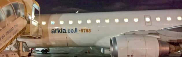 Arnika Flugzeug wird abgefertigt