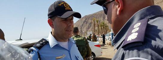 Polizeiübung in Israel: Polizeisprecher erläutert das Szenarium. Credit: israelische Polizei
