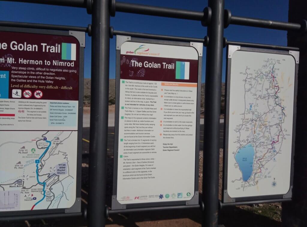 Hinweisschilder auf dem Golan Trail